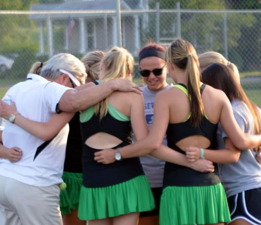 Lady Eagle Tennis Huddle