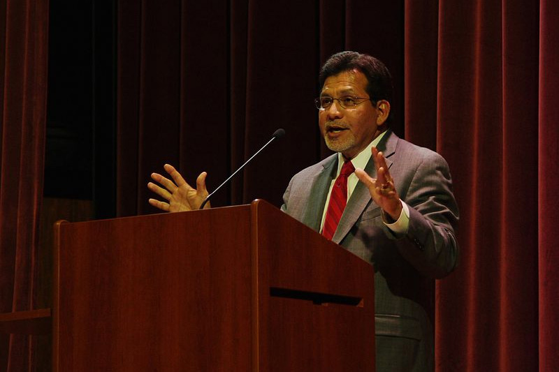 Former United States Attorney General Alberto Gonzales speaks during the Constitution Day celebrations at TTU in Cookeville, Tennessee (photo: Brian Stansberry)