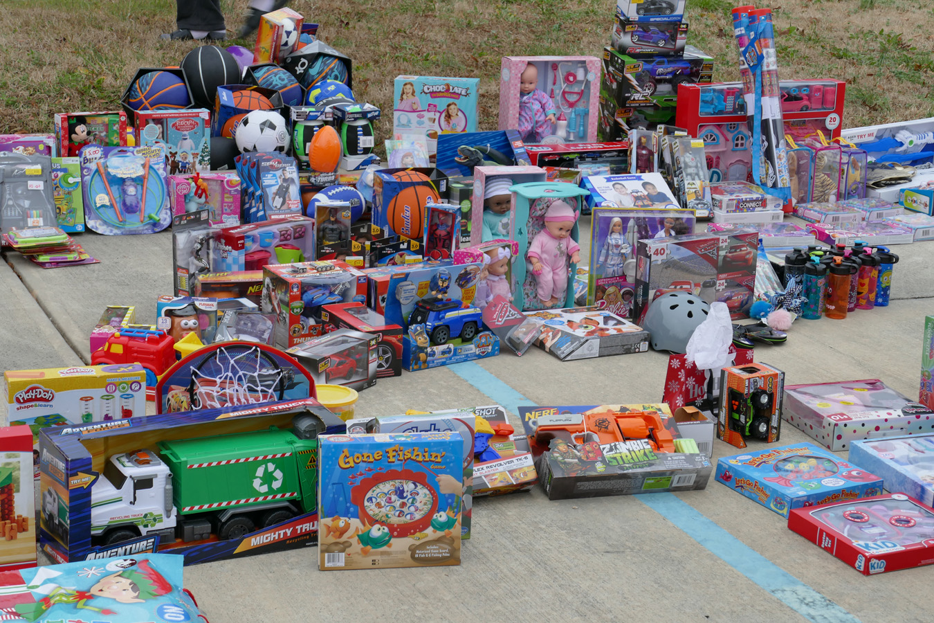 lots of toys - Free Christmas Toys