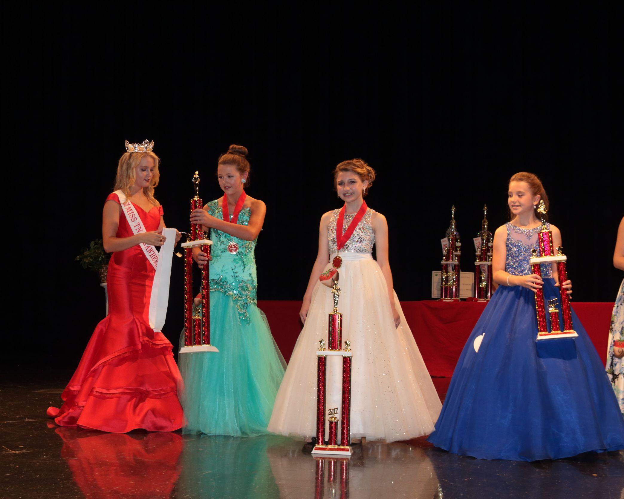 Young Miss Category. (Photo by Dean Wilson)